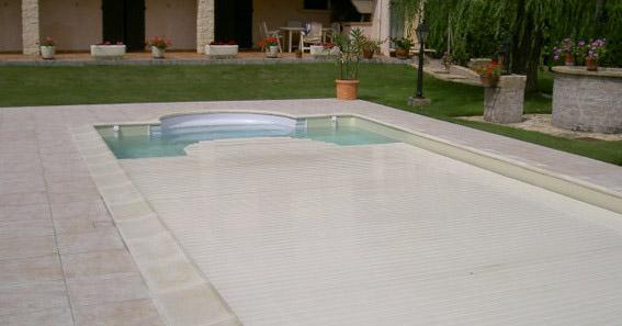 entretien piscine en hiver comment la prot ger tapes d 39 hivernage. Black Bedroom Furniture Sets. Home Design Ideas