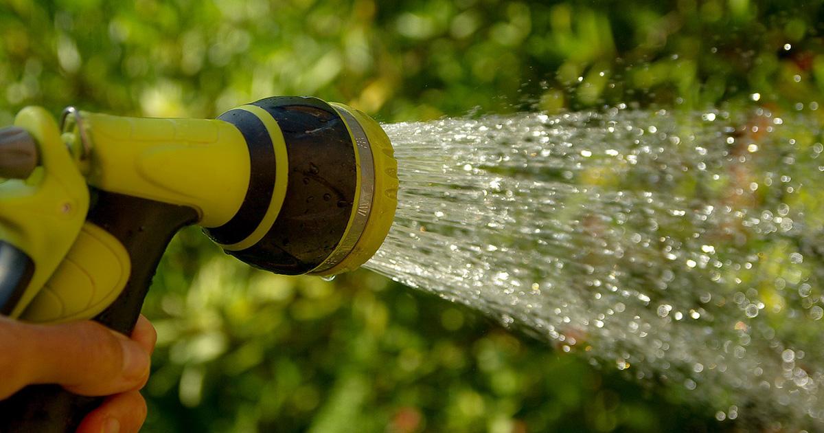 R cup rer de l 39 eau de pluie pour jardin comment faire - Comment recuperer eau trouble piscine ...