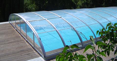 Abris de piscine bas sur rails coulissants