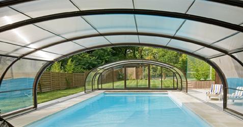 Abris de piscine, modèle haut extérieur vu de l'intérieur