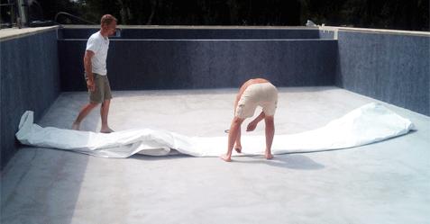 Étanchéité d'une piscine grâce à un liner 75/100e blanc