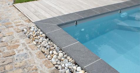 Installation de fontaine et cascade pour piscine dans le nord - Margelle noire pour piscine ...