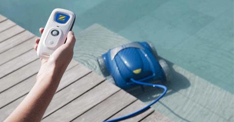 Robot de nettoyage piscine autonome Zodiac avec technologie Vortex et télécommande.