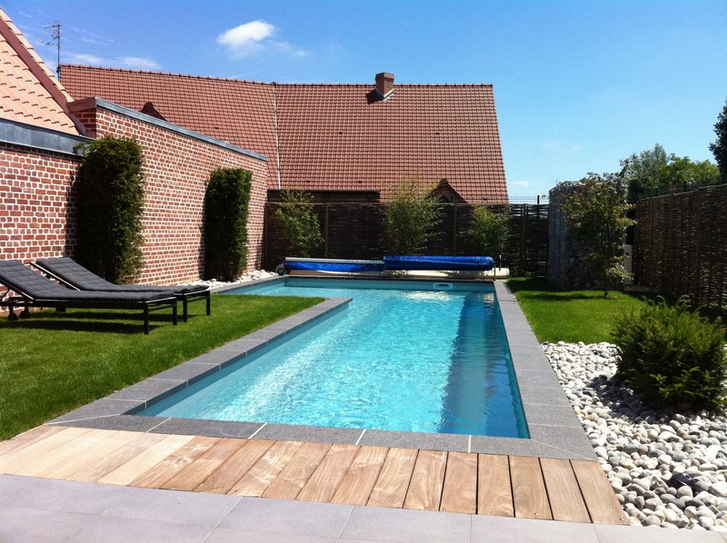 Univers piscine stunning cascade silkflow murale with for Piscine bois nice