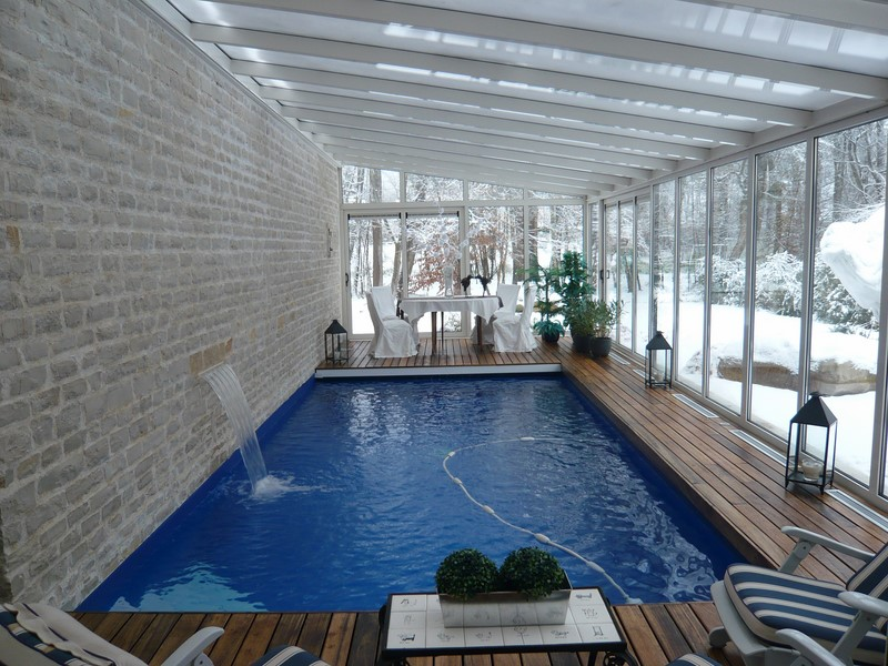 Piscine int rieure baignade en toute saison piscine jardin - Piscine avec cascade ...