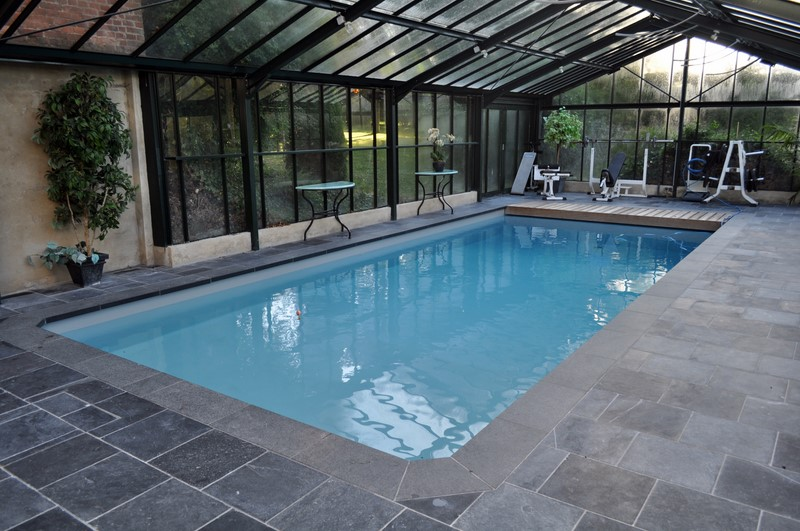 piscine int rieure baignade en toute saison piscine jardin. Black Bedroom Furniture Sets. Home Design Ideas