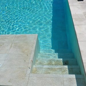Revêtement de piscine en carelage