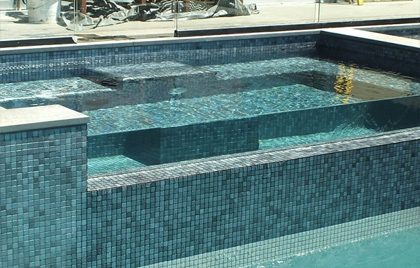 piscine-carrelee-revetement-metalise