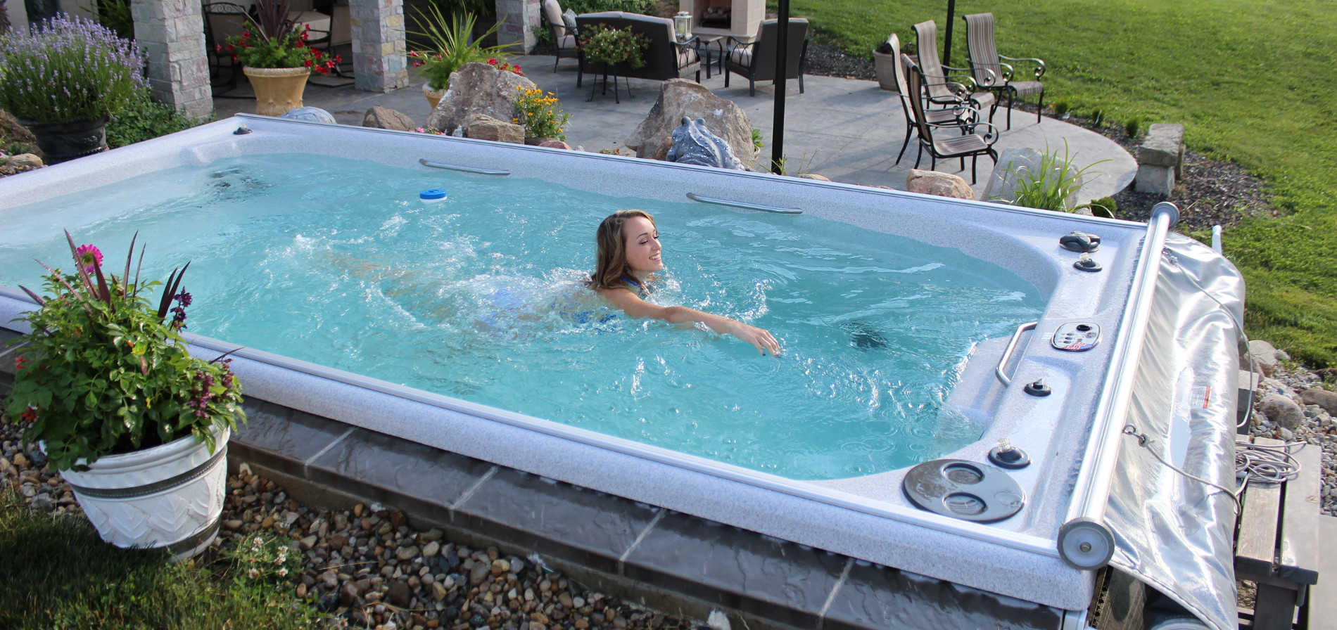 Dimension spa de nage maison design for Piscine hors sol avec nage contre courant