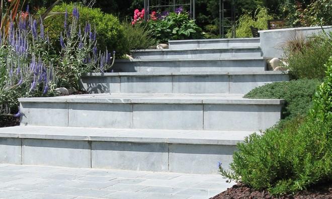 Escalier pierre bleu