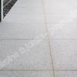 terrasse exterieur dalle granit gris