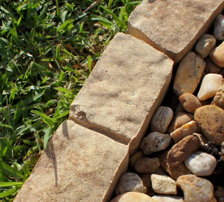 bordure-jardin-paves-pierre-reconstituee-galets