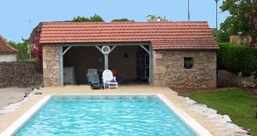 Pool house id al aux abords de votre piscine dans votre for Pool house cuisine d ete