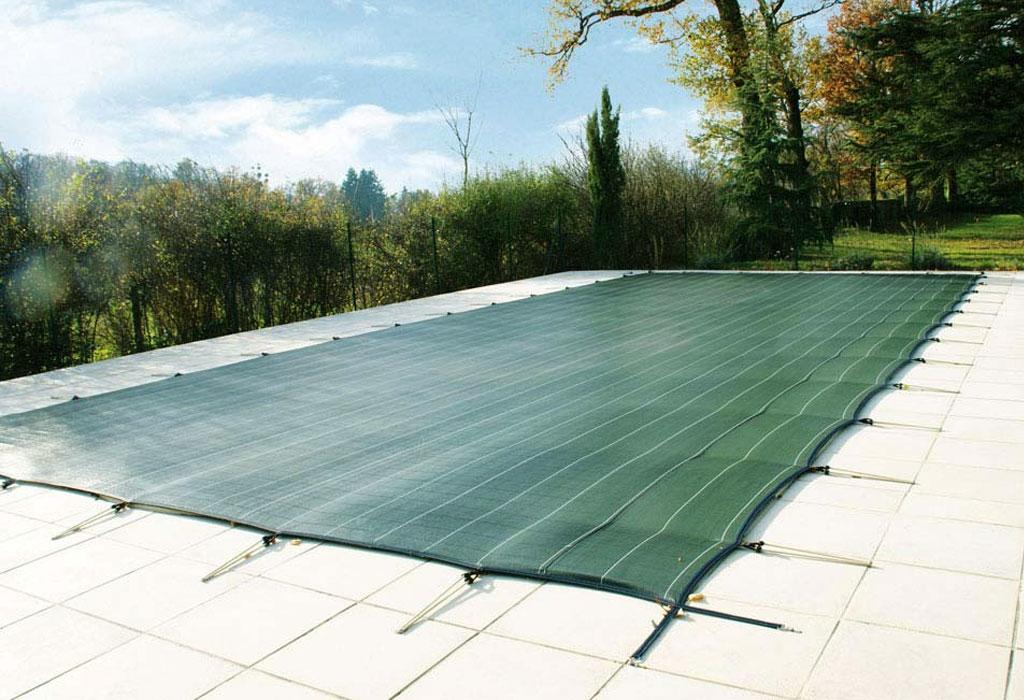 Couverture de piscine filtrante verte