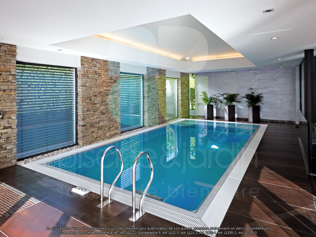 Piscine int rieure baignade en toute saison piscine for Piscine creusee interieure