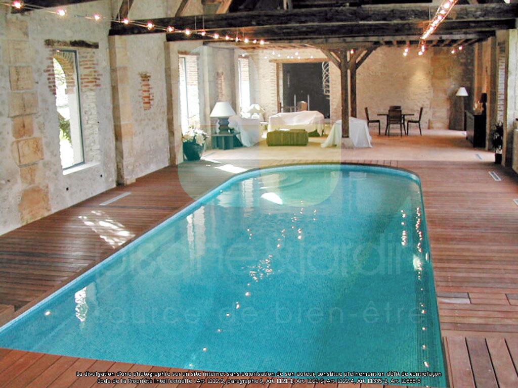 Piscine int rieure baignade en toute saison piscine for Bar dans une piscine