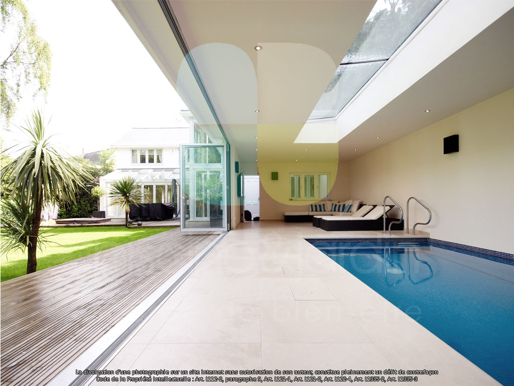 Constructeur de piscine int rieure dans les hauts de france for Eclairage interieur piscine