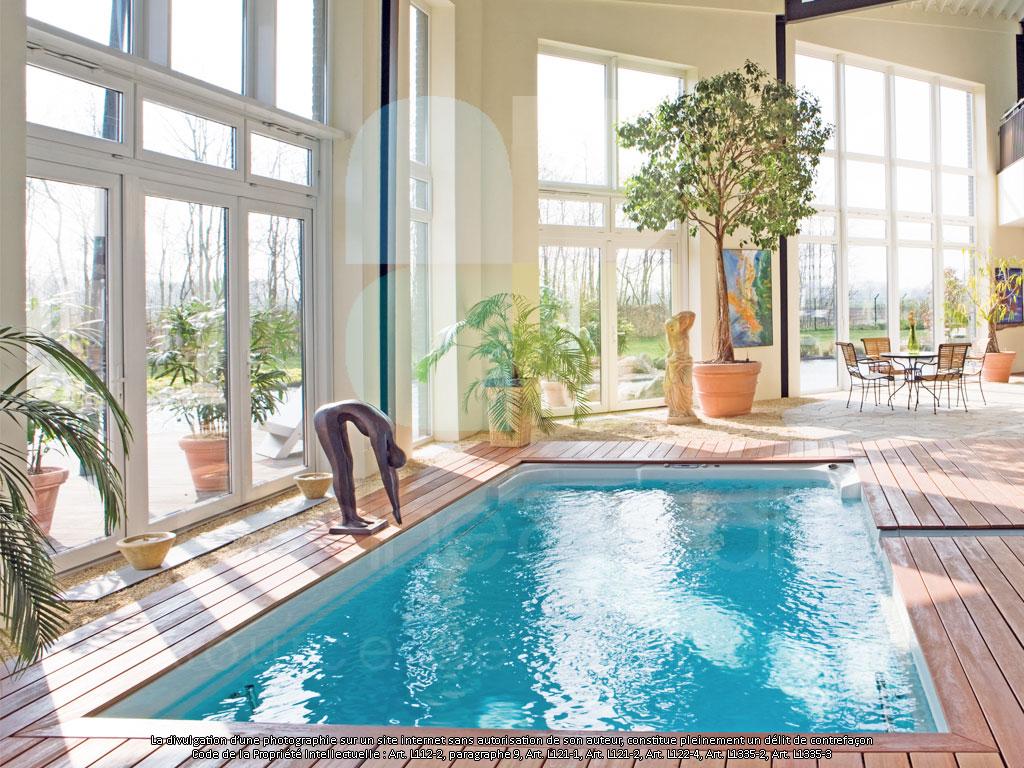 Escalier interieur piscine bois for Piscine bois interieur
