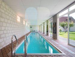 08-Photo-de-piscine-intérieure-en-couloir-de-nage