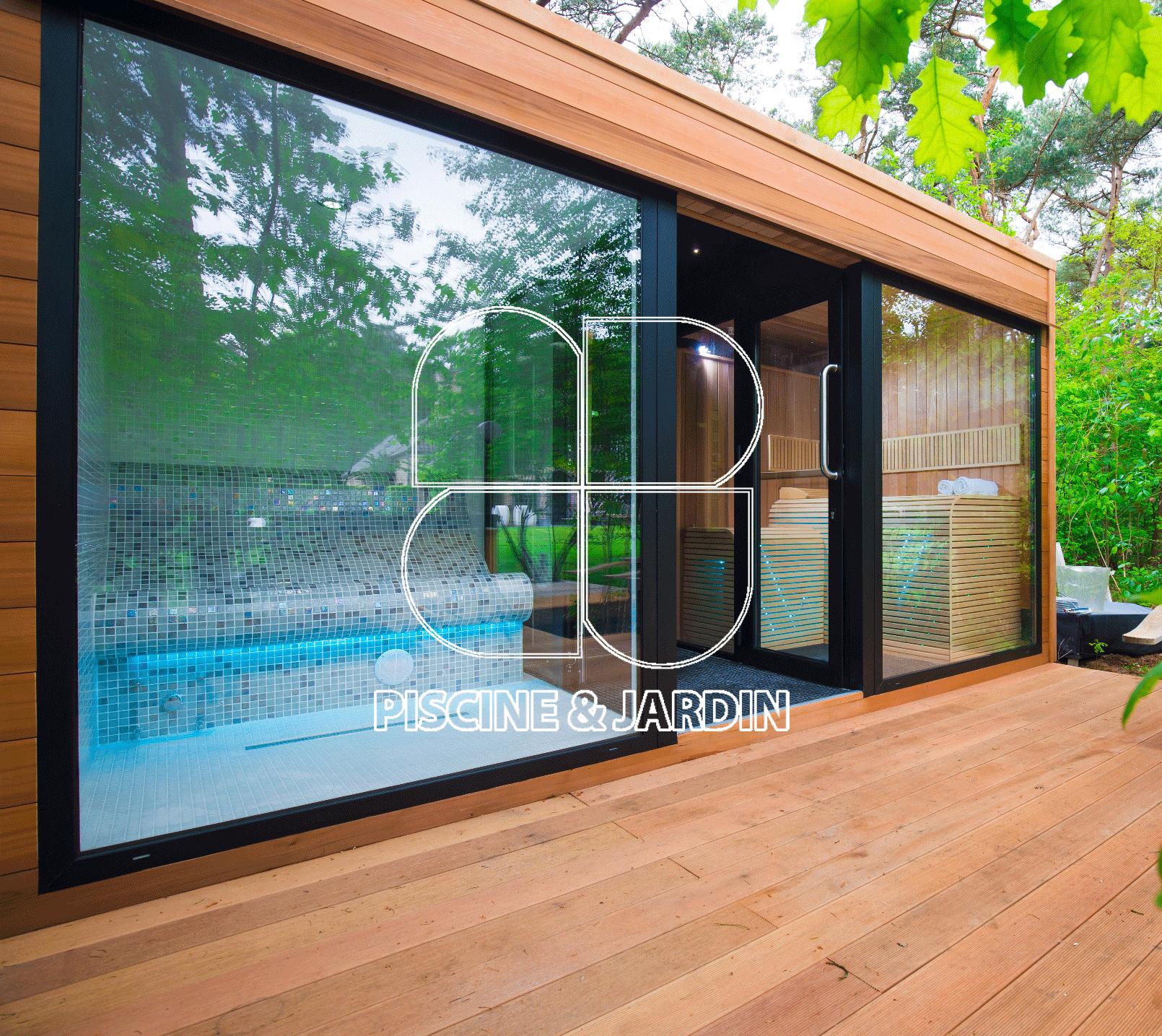 Devanture d'un hammam à gauche, en mosaïque et d'un sauna à droite, en revêtement bois