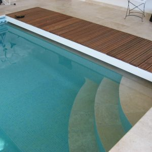 Escalier intérieur de piscine 1/4 de rond