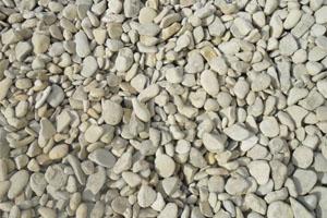 Gravillons cailloux blanc marne roule 6-20, idéal pour entrée extérieure de maison
