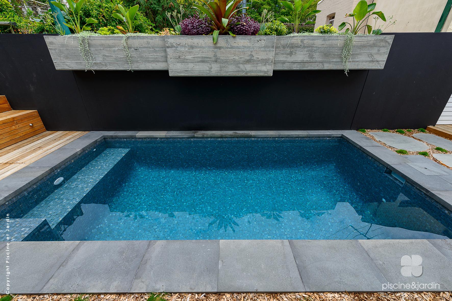 Photo mini piscine carrée dans le Nord - piscine et jardin